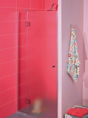 Glazen douchedeur bevestigd aan zijpaneel. Type Tours